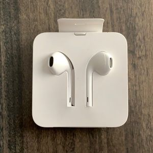 NEW Apple EarPods with Lightning Connector